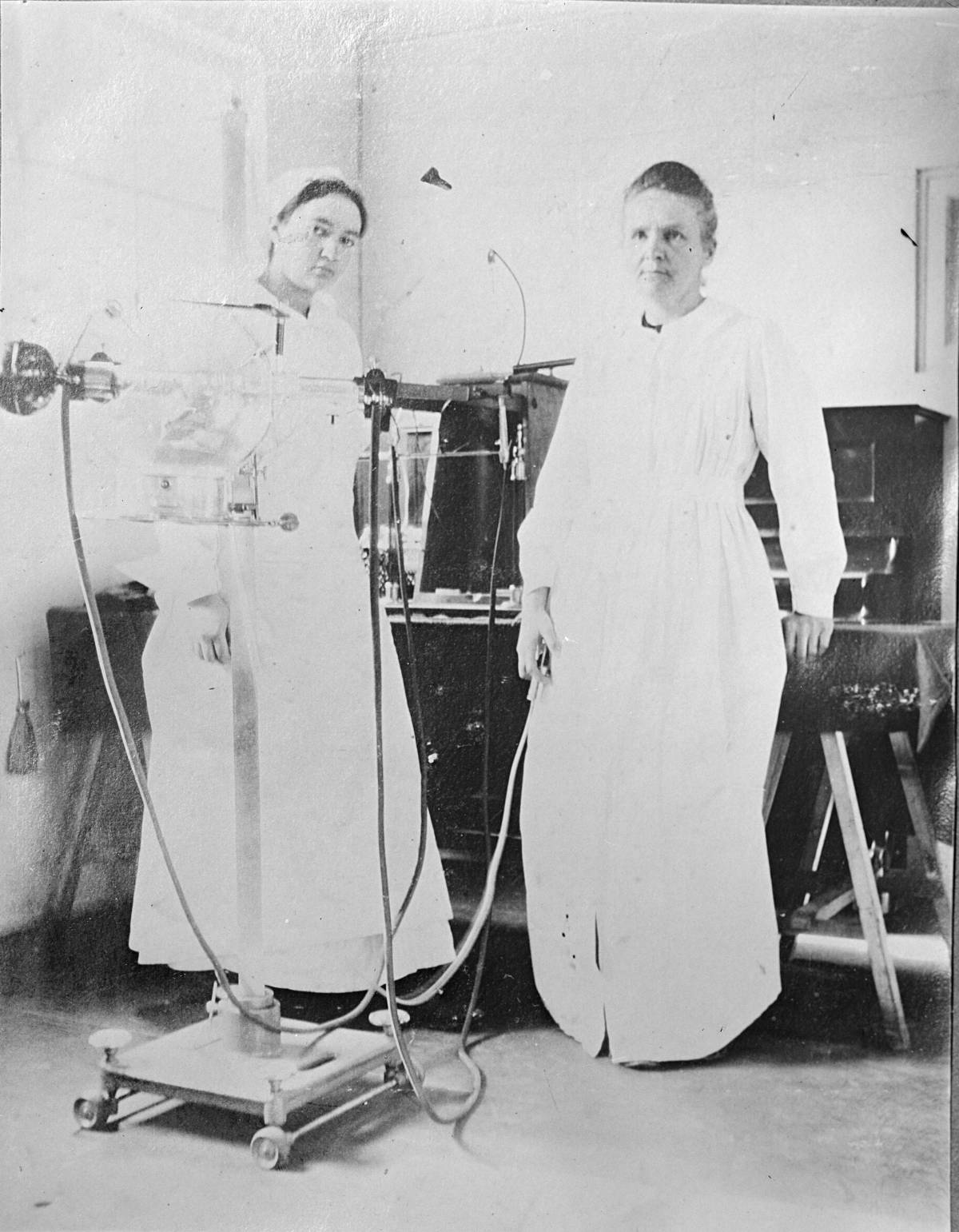 Marie Curie together with her daughter Irène in a field hospital during the First World War
